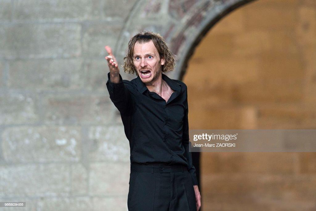 Les Sept contre Thèbes, Eschyle, pièces de guerre', une adaptation pour le théâtre mise en scène par Olivier Py : News Photo
