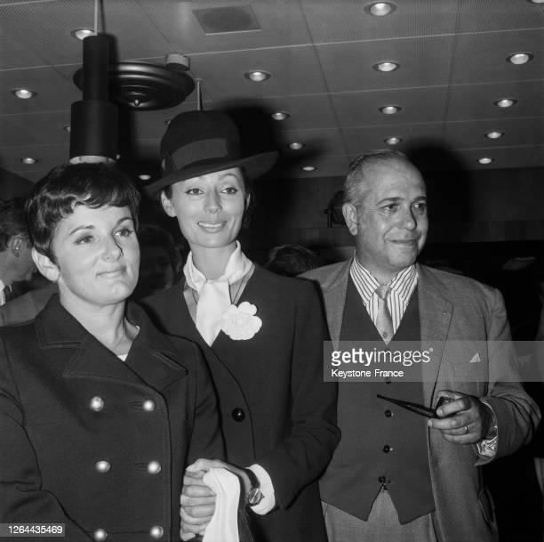 Frédérique Hébrard, Claudine Coster et son époux Robert Manuel venus accueillier leur ami à Orly, France le 10 septembre 1968.