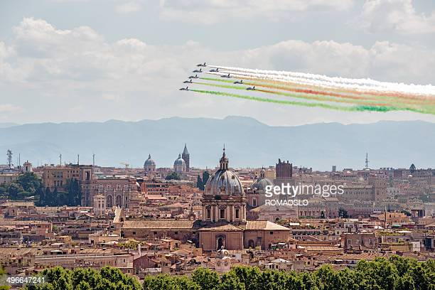 frecce tricolori di roma 2. di giugno, italia - frecce tricolori foto e immagini stock