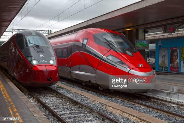 frecciarossa and alstom agv at roma termini - treno frecciarossa foto e immagini stock