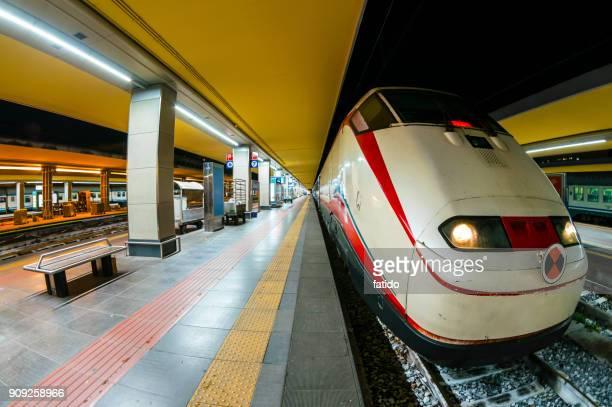 frecciarossa train in turin - treno frecciarossa foto e immagini stock