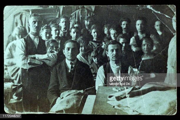 Fred Antman Antman of Melbourne ehemaliger Berliner Jude nach Australien immigriert Vater hatte ein Damenmäntel Geschaeft Damenmaentel