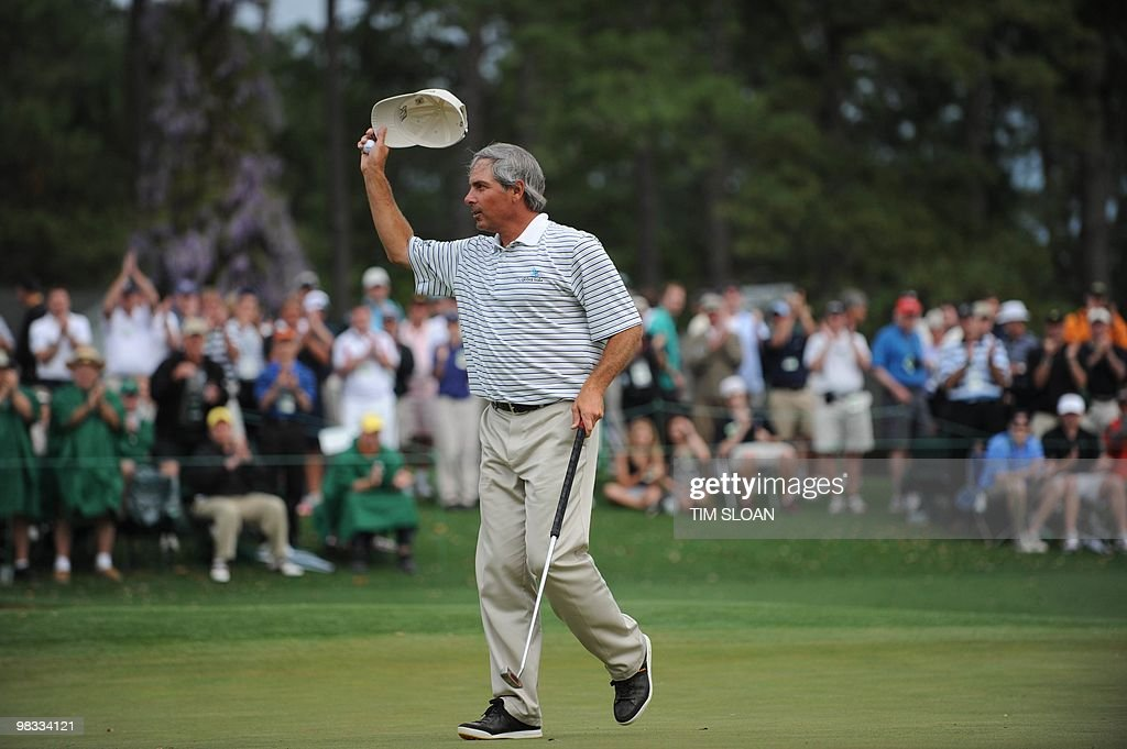 Fred Couples of the US waves to the gall : News Photo