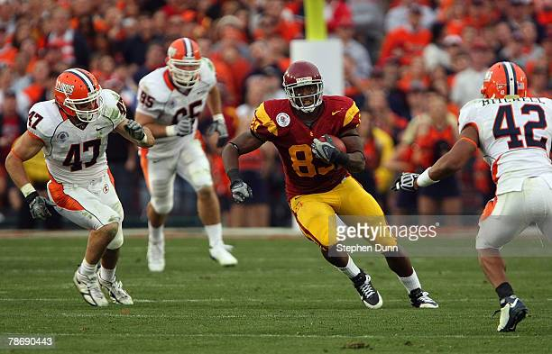 Fred Davis of the USC Trojans runs for yardage against the Illinois Fighting Illini in the second half during the Rose Bowl presented by Citi at the...