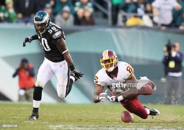 Fred Davis of the Washington Redskins drops a pass as Will Witherspoon of the Philadelphia Eagles defends during their game at Lincoln Financial...