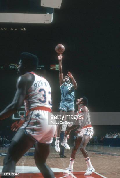 Fred Foster of the Buffalo Braves shoots over Dave Bing of the Washington Bullets during an NBA basketball game circa 1977 at the Capital Centre in...