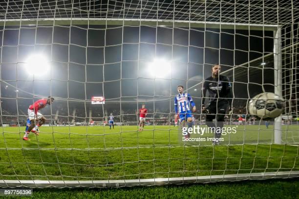 Fred Friday of AZ Alkmaar scores the second goal to make it 1-1, Warner Hahn of SC Heerenveen, during the Dutch Eredivisie match between AZ Alkmaar v...