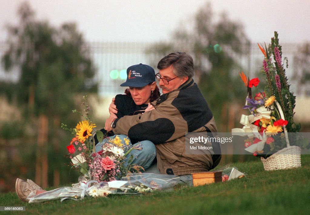 Fred Goldman hugs his wife Patti at gravesite of his son Ron Goldman located at Pierce Brothers Vall : News Photo