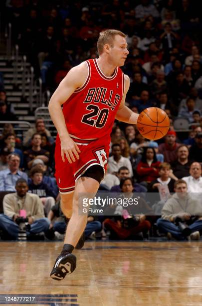 Fred Hoiberg of the Chicago Bulls handles the ball against the Washington Wizards on March 1, 2003 at the MCI Center in Washington, DC. NOTE TO USER:...