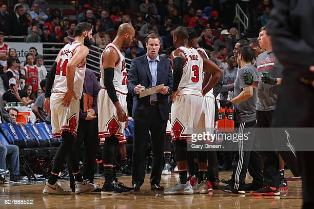 Fred Hoiberg of the Chicago Bulls talks with his team during the game against the New York Knicks on November 4 2016 at the United Center in Chicago...