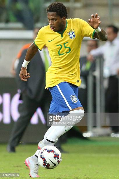 Fred of Brazil controls the ball during a friendly match between Brazil and Mexico at Allianz Parque Stadium on June 07 2015 in Sao Paulo Brazil