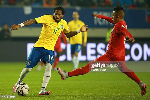 Fred of Brazil fights for the ball with Christian Cueva of Peru during the 2015 Copa America Chile Group C match between Brazil and Peru at Municipal...