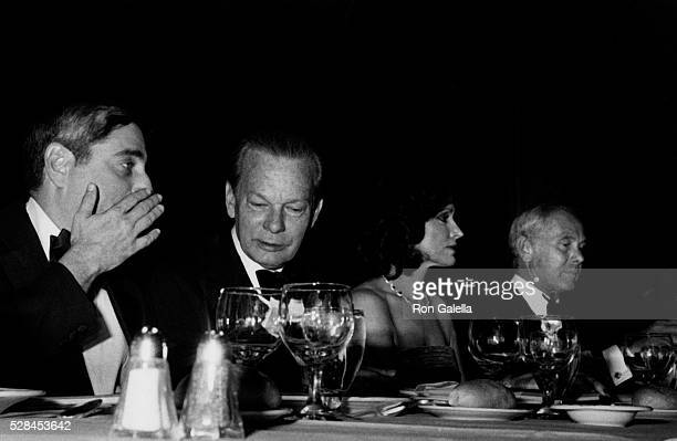 Fred Silverman David Brinkley Joanna Carson and Johnny Carson attend Friars Club Entertainer of the Year Awards Honoring Johnny Carson on May 6 1979...