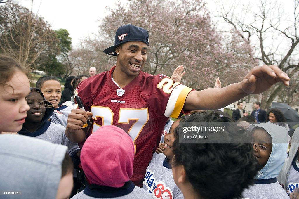 0498ec48 Fred Smoot, cornerback for the Washington Redskins, greets school ...