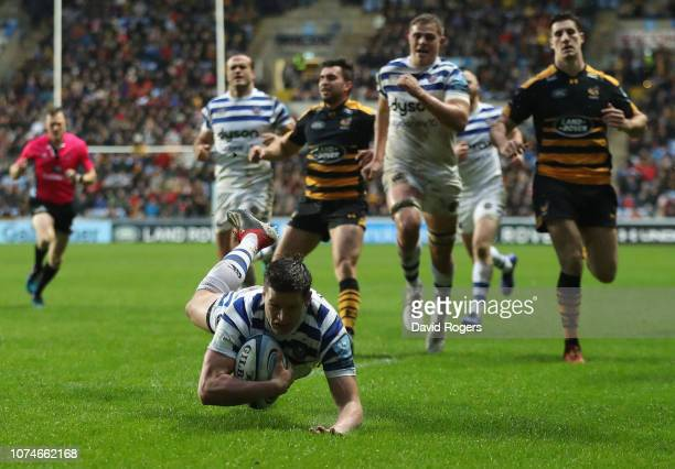 Freddie Burns of Bath dives over to score the first try during the Gallagher Premiership Rugby match between Wasps and Bath Rugby at Ricoh Arena on...