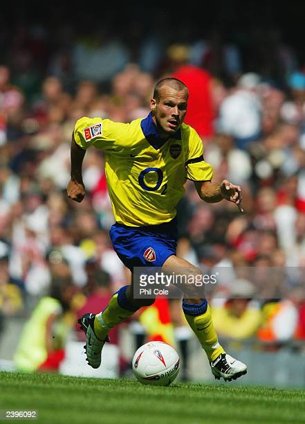 Freddie Ljungberg of Arsenal runs with the ball during the FA Community Shield match between Arsenal and Manchester United held on August 10 2003 at...