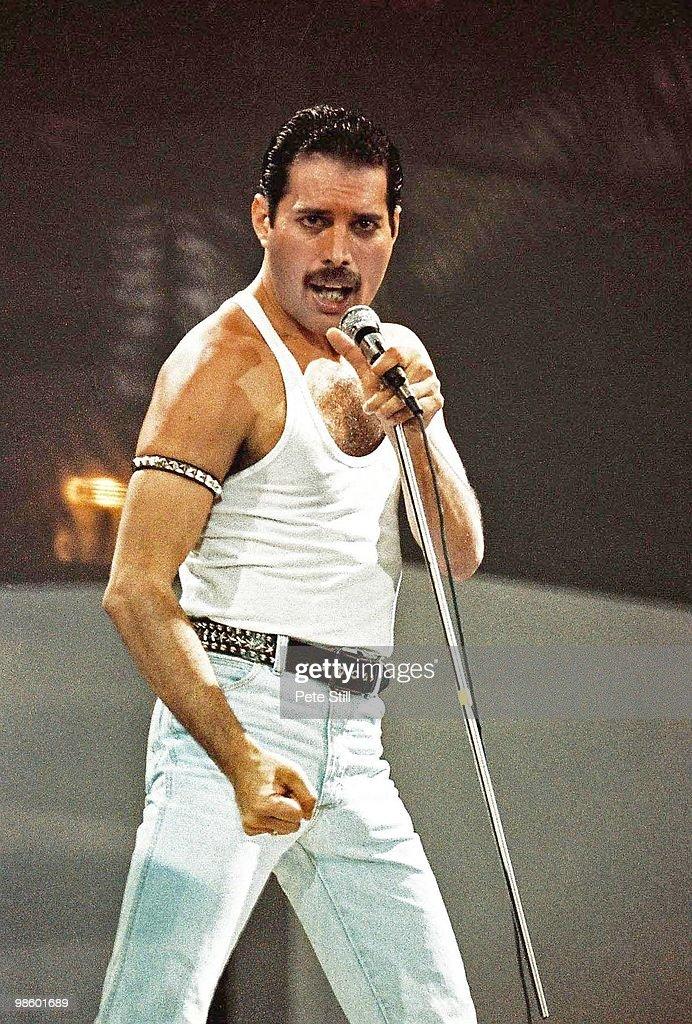 Queen Perform At Live Aid At Wembley : News Photo