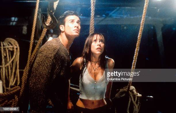 Freddie Prinze Jr and Jennifer Love Hewitt looking up in fear in a scene from the film 'I Still Know What You Did Last Summer' 1998