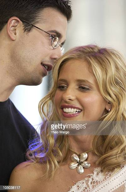 Freddie Prinze Jr and Sarah Michelle Gellar during The Cast of 'Scooby Doo' Visits MTV's 'TRL' June 12 2002 at MTV Studios Times Square in New York...