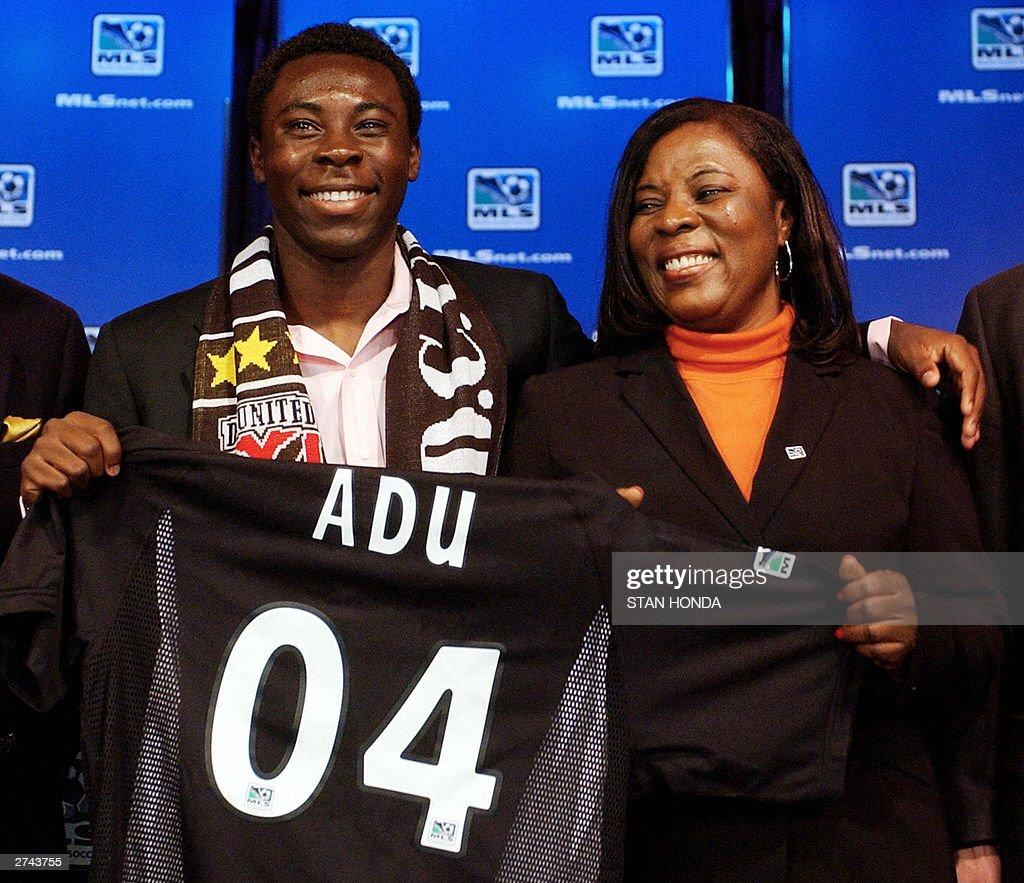 Freddy Adu (L), a 14-year-old soccer pro : News Photo