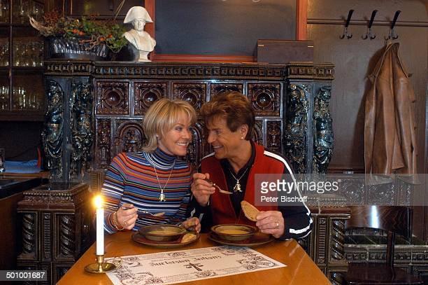Freddy Breck Ehefrau Astrid Breck Urlaub StadtBummel Berlin Lokal Zur letzten Instanz Gaststätte Kneipe Suppe Essen SchlagerStar Sänger Familie Promi...
