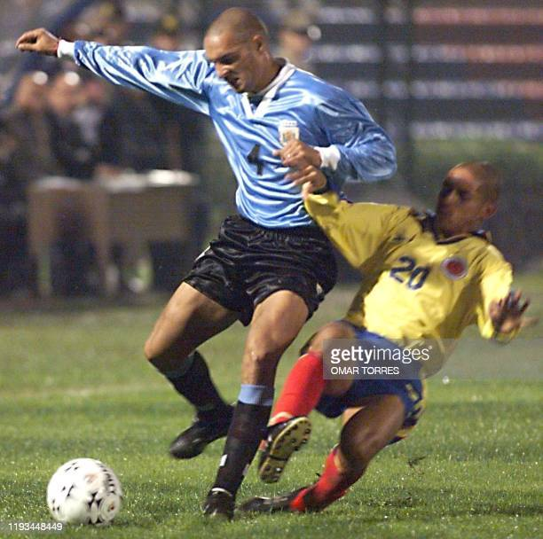 Freddy Gonzales of Colombia tries to steal the ball from Leonol Philpauskas of Uruguay 1 July 1999. Freddy Grisales de Colombia trata de cortar el...