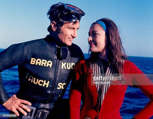 Freddy Quinn als Kapitän und Taucher Fred Karin Dor SAT1Film Haie an Bord Sardinien Italien Europa Mittelmeer Meer Gewässer Taucheranzug...