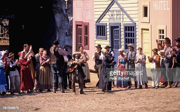 """Freddy Quinn , weitere Schauspieler """"Der Schatz im Silbersee"""", Karl May-Spiele, Bad Segeberg, Deutschland, , Hut, Cowboy, Cowboyhut, Gruppe,..."""