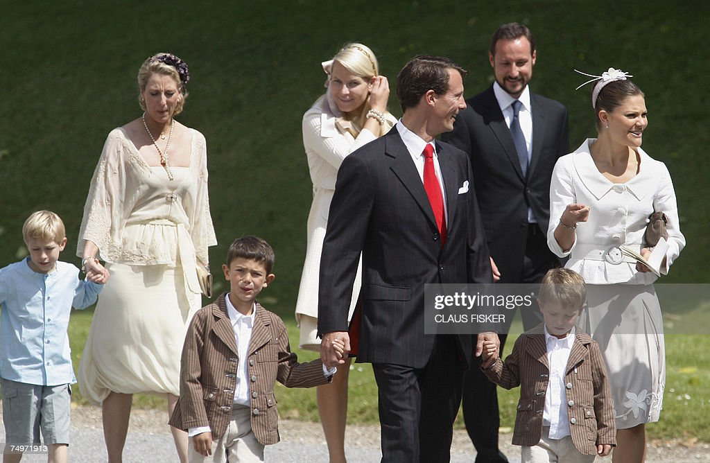Prince Richard holding the hand of his mother Princess Alexandra of Berleburg (2nd L), Prince Nikolai (3rd L)Prince Felix (2ndR) holding the hand of their father, Danish Prince Joachim (4th L), Swedish Crown Princess Victoria (R), Norwegian Crown Prince Haakon (3rd R) and Norwegian Crown Princess Mette-Marit (C-back) arrive to the christening of Denmark's two-month-old Princess Isabella Henrietta Ingrid Margrethe in Fredensborg, north of Copenhagen, 01 July 2007. The young princess, who was born 21 April 2007, is the second child of Danish Crown Princess Mary and Crown Prince Frederik and third in line to the throne after her father and the couple's son Prince Christian. AFP PHOTO / Claus Fisker / Scanpix