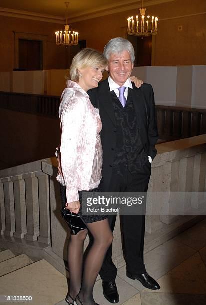 Frederic Meisner Ehefrau Yvonne MozartPremiere von K R I E M H I L D J A H N Herkulessaal der Residenz München Deutschland ProdNr 1787/2006 Moderator