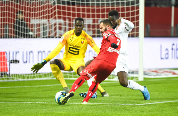 Championnat de France de football LIGUE 1 2018-2019-2020 - Page 32 Frederic-sammaritano-of-dfco-scores-his-goal-during-the-ligue-1-match-picture-id1184211969?k=6&m=1184211969&s=612x612&w=0&h=ahnw4vwYKO3K3oKAcseer9ZfdyMSS0ZpcB8Ze-h3Cc8=