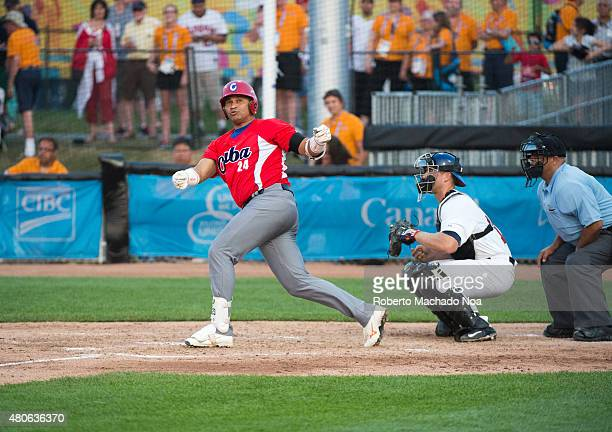 Frederich Cepeda loses his bat which goes to the general public stands over third base. At the end, Cuba loses the match to the US five runs to two.