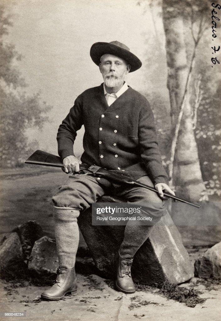 Frederick Courtenay Selous (1851-1917) : Fotografía de noticias