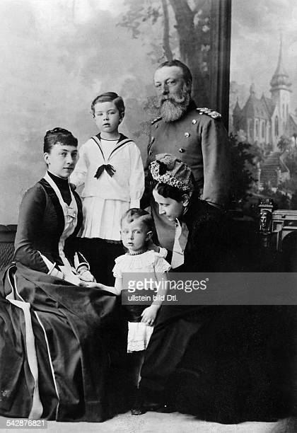 Frederick I Grand Duke of Baden *09091826 with his family his wife Princess Louise of Prussia Princess Viktoria of Baden and her sons Prince Gustaf...