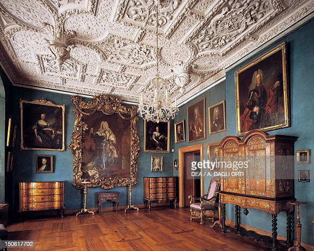 Frederick IV's hall with contemporary 16th century furnishings, Frederiksborg Castle, Hillerod, Denmark.