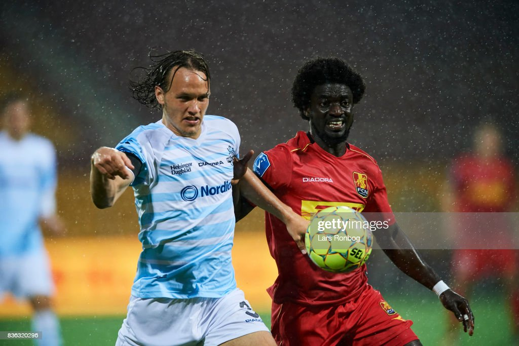 Frederik Bay of FC Helsingor and Ernest Asante compete for the ball during the Danish Alka Superliga match between FC Nordsjalland and FC Helsingor at Right to Dream Park on August 21, 2017 in Farum, Denmark.