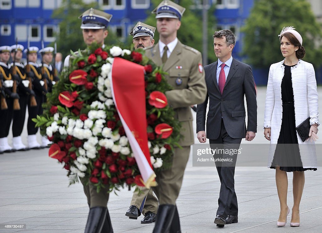 Frederik Crown Prince of Denmark (L) and his wife Crown Princess Mary (R) during the Tomb of the Unknown Soldier visit as part of his Poland visit on May 12, 2014 in Warsaw, Poland.
