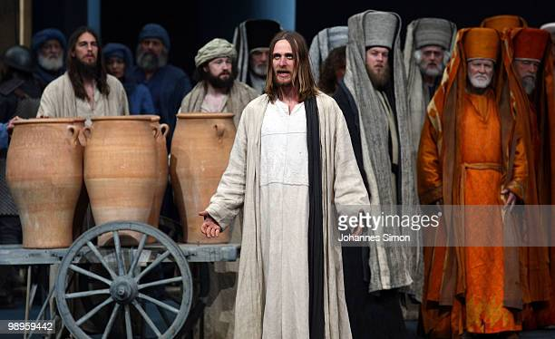 Frederik Mayet as Jesus Christ and ensemble members perform on stage during the Oberammergau passionplay 2010 final dress rehearsal on May 10 2010 in...