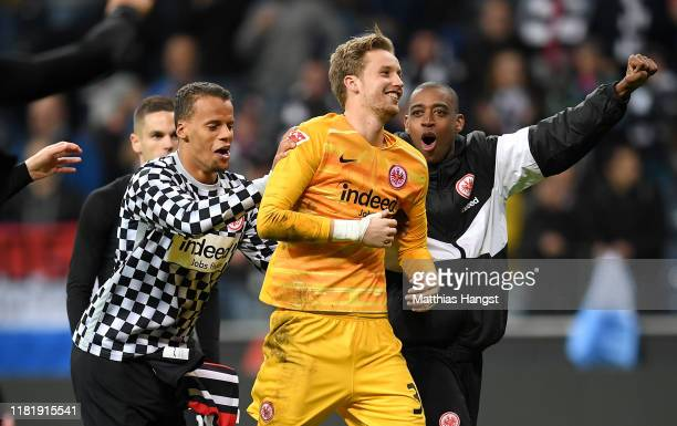 Frederik Ronnow of Eintracht Frankfurt celebrates with teammates after winning the Bundesliga match between Eintracht Frankfurt and Bayer 04...