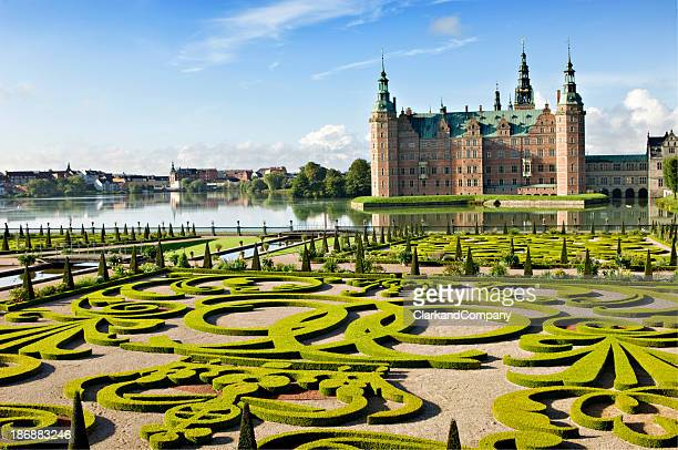 frederiksborg castle and gardens, hillerød denmark. - chateau stock pictures, royalty-free photos & images