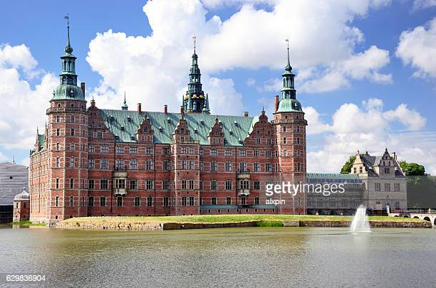 château de frederiksborg, danemark - château de frederiksborg photos et images de collection
