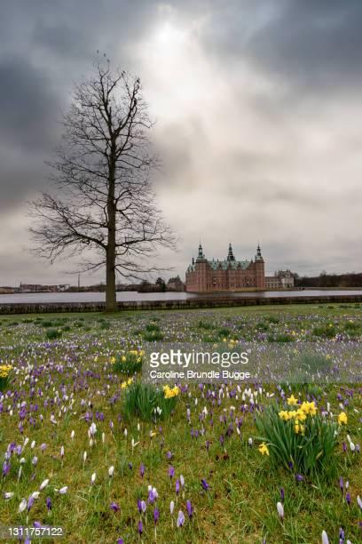 frederiksborg castle, hillerød, danemark - château de frederiksborg photos et images de collection
