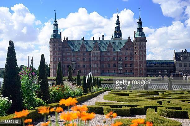 frederiksborg le jardin - château de frederiksborg photos et images de collection