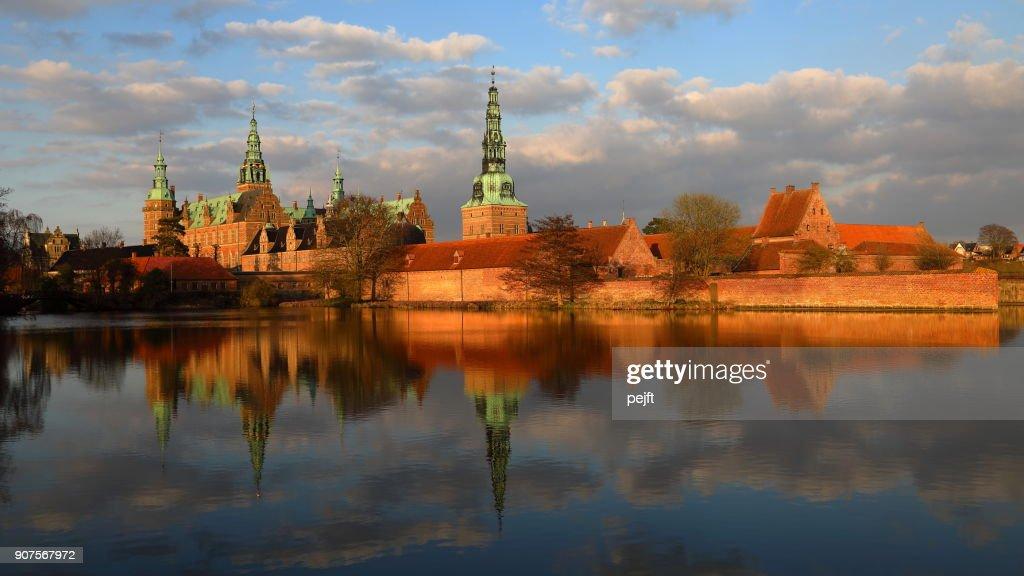 Frederiksborg renaissance castle, Hillerød Denmark at sunset : Stock Photo