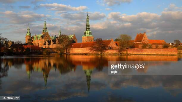 frederiksborg renaissance castle, hillerød denmark at sunset - pejft stock pictures, royalty-free photos & images