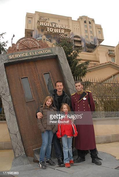 Fredi Bobic Tochter Celine Tochter Tyra Hotelpage in Uniform neue Attraktion The Hollywood Tower Hotel Disneyland Resort Paris Disney Studios...