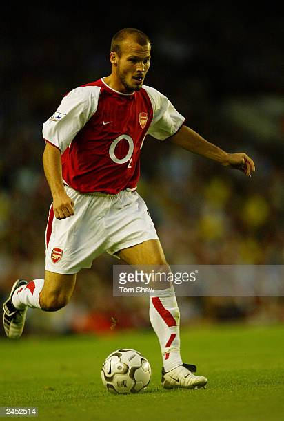Fredrik Ljungberg of Arsenal running with the ball during the FA Barclaycard Premiership match between Arsenal and Aston Villa on August 27 2003 at...