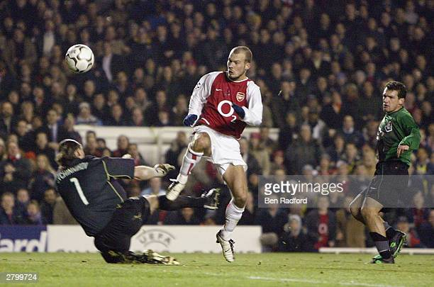 Fredrik Ljungberg of Arsenal scores the second goal for Arsenal during the UEFA Champions League Group B match between Arsenal and Lokomotiv Moscow...