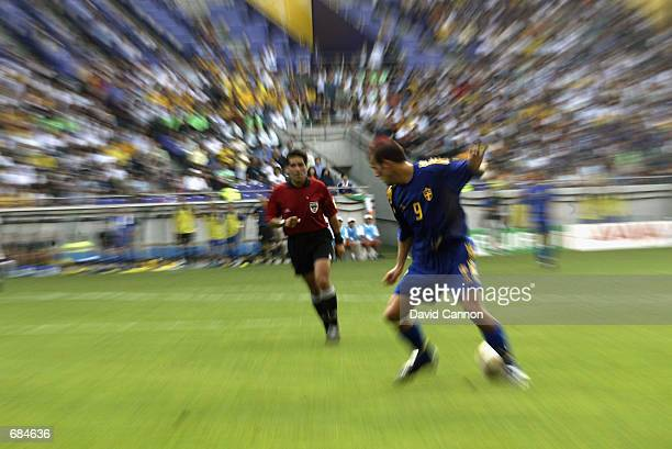 Fredrik Ljungberg of Sweden controls the ball during the FIFA World Cup Finals 2002 Group F match between Sweden and Nigeria played at the Kobe Wing...