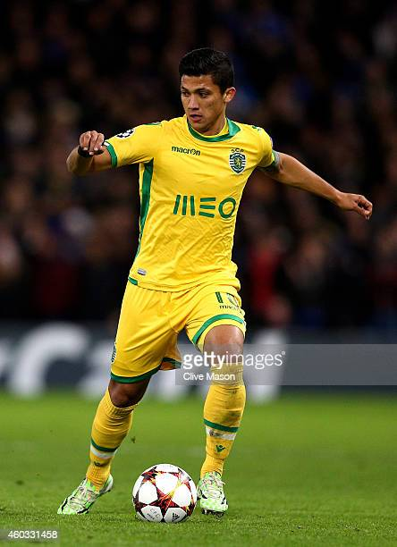 Fredy Montero of Sporting Lisbon runs with the ball during the UEFA Champions League group G match between Chelsea and Sporting Clube de Portugal at...